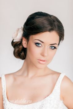 Las novias destacan sus ojos con un maquillaje para el día como éste