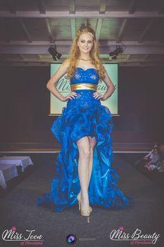 Blue strapless dress. www.javinaro.nl