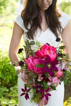 berry-inspired wedding bouquet This is more than likely what I'm going to look like on my wedding day. Hair down, sleeved dress, and wild flower bouquet :) Bouquet Bride, Bridesmaid Bouquet, Wedding Bouquets, Berry Wedding, Floral Wedding, Rose Mauve, Coral Charm Peony, Bridal Flowers, Bouquet Flowers