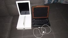Apple iPad 2 16GB Wi-Fi 9.7in - White And lining with your keyboard