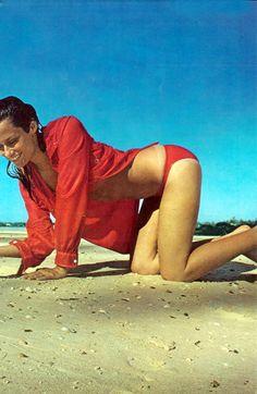 Lauren Hutton.  Photo by Arnaud de Rosnay.  Vogue 1970.