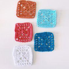 Grannie Square Bookmark Easy Crochet Projects, Give It To Me, How To Make, Single Crochet, Crochet Hooks, Color Combinations, Sewing, Mini, Crochet
