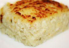 BRANDADE DE MORUE (Pour 6 P : 850 g de morue ou de lieu, 650 g de pommes de terre, 4 gousses d'ail, 15 cl d'huile d'olive, 15 cl de crème liquide, sel, poivre, thym, laurier, persil)