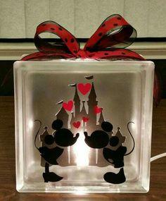 Mickey & Minnie Kissing w/castle background night light. Disney Diy, Deco Disney, Disney Crafts, Disney Mickey, Mickey Mouse Crafts, Mickey Mouse Lamp, Mickey Mouse Bedroom, Minnie Mouse Gifts, Disney Stuff