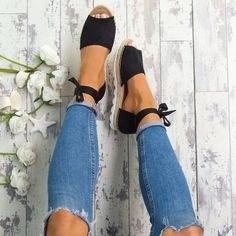 When it comes to casual shoes this summer it is all about the espadrille and these chunky sandals are bang on trend. Featuring a white and woven chunky sole, tie ankle details and open toe, these faux suede flats are perfect this season.  True to size fit. Also available in Mocha