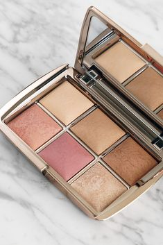 Hourglass Ambient Lighting Edit Palette Unlocked Edition - The Beauty Look Book Glam Makeup, Pretty Makeup, Makeup Kit, Love Makeup, Makeup Eyeshadow, Makeup Cosmetics, Makeup Inspo, Beauty Makeup, Makeup Glowy