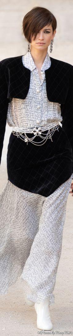 Chanel Couture, Haute Couture Fashion, Coco Chanel Mademoiselle, Chanel Resort, Saab, Capsule Outfits, Fashion Show, Fashion Design, Fashion Ideas
