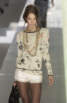 http://www.livingly.com/runway/Chanel/Paris Fashion Week Fall 2003/Wfa0FG9fSi8