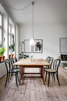 47 Creative Scandinavian Dining Room Design Ideas That Inspire You Wooden Dining Tables, Dining Room Chairs, Dining Room Furniture, Dining Rooms, Dinning Table, Design Furniture, Outdoor Dining, Dining Area, Retro Home Decor