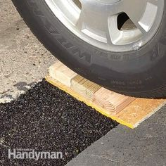 This article shows you what to do when your driveway starts to sink and pull away from your garage floor. This DIY driveway repair is easier than you think. Driveway Apron, Diy Driveway, Gravel Driveway, Driveway Landscaping, Driveway Drain, Asphalt Driveway Repair, Blacktop Driveway, Asphalt Repair, Garage Door Repair
