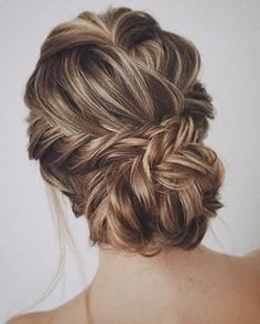 Updo Wedding Hairstyle | fabmood.com #weddinghair #updo #upstyle #hairdos #updos #bridalhair #braids