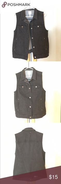 Black Sleeveless Jean Jack (Medium) Black sleeveless jean jacket with front buttons and four front pockets. Can be worm over shirts/sweaters/jackets or solo as a shirt. Just a little bit of stretch. -Madeby Leith (a Nordstrom brand) -Size medium -Very good condition: barely worn leith Jackets & Coats Jean Jackets