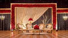 the backyard Trendy backyard wedding flowers beautiful Tips On How T Indian Wedding Stage, Wedding Stage Design, Wedding Hall Decorations, Wedding Reception Backdrop, Marriage Decoration, Backdrop Decorations, Wedding Mandap, Wedding Backdrops, Reception Party