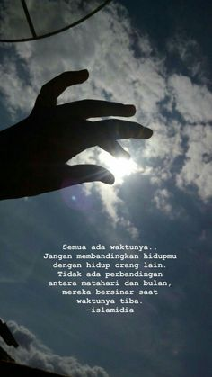 Life goes round bro, now your degree is above, and don't … – Shirt Types Quotes Rindu, Story Quotes, Tumblr Quotes, Text Quotes, Quran Quotes, People Quotes, Mood Quotes, Motivational Quotes, Snap Quotes