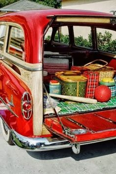 "Retro Vintage Vintage camping gear is a fun summer trend for home decor :) Bring on the smores! - Vintage camping, summer camp and sports are a HOT decorating trend right now! Here are 10 great vintage style camp ideas to ""fire"" up your home decor."