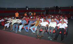 इमर्सिव डोम में जशपुर जिले के पंच-सरपंचों ने 5 डी फिल्म का प्रसारण देखा. जहाँ विशाल परदे पर डॉ. रमन सिंह ने राज्य सरकार द्वारा संचालित जनहितकारी योजनाओं के बारे में बताया गया. वातानुकूलित हाल में आरामदायक कुर्सियों पर बैठकर 5 डी फिल्म देखना उनके लिए नया अनुभव था. करीब 20 मिनट की लघु फिल्म देखने के बाद बाहर निकले प्रतिनिधियों के चेहरे खिले हुए थे. उन्होंने कहा कि पहली बार ऐसे माहौल में 5 डी फिल्म देखी है. राज्य शासन की योजनाओं के बारे में विस्तार से बताया गया.