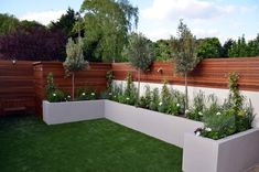 Privacy screen hardwood raised bed planting lighting fake grass Fulham Chelsea K… - Modern Back Garden Design, Modern Garden Design, Backyard Garden Design, Contemporary Garden, Fence Design, Landscaping Along Fence, Small Backyard Landscaping, Backyard Patio, Plants For Raised Beds