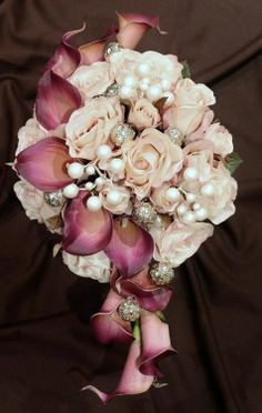 wow i love how this is a round bouquet and tiered! stunning use of the lillies. I think I'm in love!