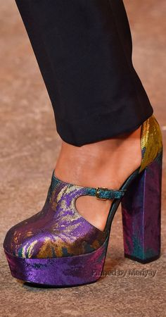 Christian Siriano Fall 2015 Ready-to-Wear Collection Shoes Christian Siriano, Plaid Fashion, Fashion Shoes, Purple Fashion, Fashion Clothes, Cool Girl Style, New Years Dress, How To Wear Leggings, Athleisure Fashion