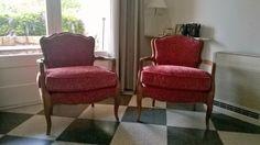 2 fauteuils chez une cliente, juste recouverts et relooké, ils ont retrouvé leur jeunesse!