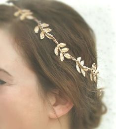 Gold Grecian headband This is perfect wedding hair accessory , woodland inspired headband. The gold leaf crown headband made of gold plated Trendy Hairstyles, Wedding Hairstyles, Gold Leaf Crown, Crown Headband, Gold Leaf Headband, Black Headband, Wedding Hair Accessories, Hair Jewelry, Bridal Hair