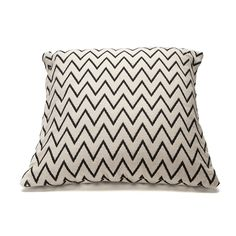 Zigzag cushion cover from Danish Ørskov. The cushion cover is made of cotton and has a black zigzag pattern on a white bottom. Renew your bedroom or living room by buying new cushions and matching bedspread in the same series. Black And White Cushions, Front Rooms, Zig Zag Pattern, New Living Room, Bed Spreads, Throw Pillows, Cover, Design, Green Walls