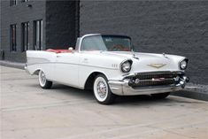 New cars classic chevy motorcycles ideas 1957 Chevy Bel Air, Chevrolet Bel Air, Chevy Classic, Best Classic Cars, Fancy Cars, Cute Cars, Convertible, Chevy Camaro, Vintage Cars