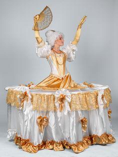 Zivy stol / Zlata barokova dama  #livingtable #statue #party #costume #baroque #lady #baroquelady #table #zivystol #zivestoly #partystoly #partytable #history #historiccostume