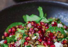 Μεσογειακή σαλάτα με φακές και σπανάκι Kung Pao Chicken, Health, Ethnic Recipes, Crochet, Food, Health Care, Essen, Ganchillo, Meals