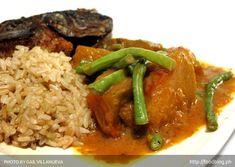 Brown rice, ginataang kalabasa and tilapia. Filipino Recipes, Filipino Food, Delicious Dinner Recipes, Tilapia, Pinoy, Fruits And Veggies, Drinking Tea, Food To Make, Lose Weight
