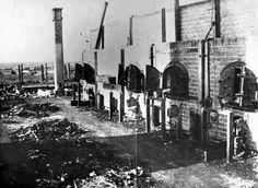Crematoria in Majdanek. Piles of ashes as found after liberation. Traduccion: Crematorios en Majdanek. Los montones de cenizas que se encuentran después de la liberación.