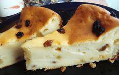 Prăjitura cu stafide și iaurt: vezi cât de ușor se prepară această delicatese. Aveți nevoie de următoarele ingrediente… 300 grame iaurt 300 grame făină 300 grame zahăr 3 ouă 3 linguri ulei 100 grame stafide 50 grame coajă de lămâie confiată un pliculeț praf copt Cum se prepară prăjitura cu stafide? Se bat ouăle cu …