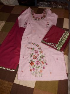 Embroidery Suits Design, Embroidery Fashion, Machine Embroidery Designs, Salwar Suit Neck Designs, Kurta Designs, Indian Designer Suits, Designer Party Wear Dresses, Beautiful Suit, Suit Fashion