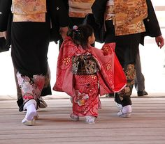 着物 Kimono Oh, so cute! Japanese Kimono, Japanese Girl, Japanese Things, Japanese Style, Japanese Fashion, Memoirs Of A Geisha, Turning Japanese, Japanese Outfits, Japanese Clothing