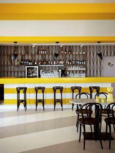 Café George No.5 in Zandvoort, de eerste strandtent in Nederland met een zwembad op het terras. En hoe cool is de inrichting!?
