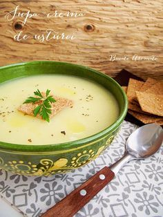 Supă-cremă de usturoi (de post) Baby Food Recipes, Soup Recipes, Diet Recipes, Vegetarian Recipes, Cooking Recipes, Healthy Recipes, Good Food, Yummy Food, Tasty