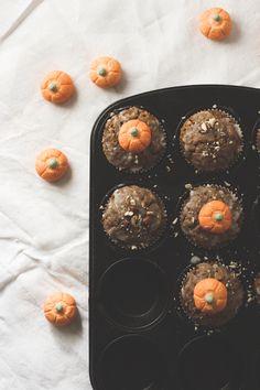 Kürbis-Haselnuss-Muffins Sweet Bakery, Cupcakes, Pumpkin Recipes, Breakfast, Food, Jamie Oliver, Recipes With Pumpkin, Vegetarian Recipes, Fall Vegetables