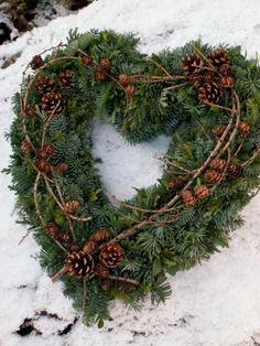 Hjerte, dørpynt Green Christmas, Rustic Christmas, Christmas Holidays, Deco Floral, Arte Floral, Christmas Crafts, Christmas Decorations, Holiday Decor, Holiday Wreaths