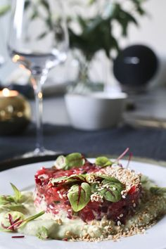 Asian salmon tartar with avocado cream - Jummie - Recepten Diner Recipes, Fish Recipes, Snack Recipes, Healthy Recipes, Ceviche, Stuffed Pepper Soup, Stuffed Peppers, I Love Food, Good Food