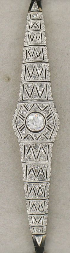 Art Deco bracelet in white gold, centered with a round diamond in a circle perforated diamond-set rose cut. Safety chain. In its original setting. Weight: 15 g   Length : 17.5 cm