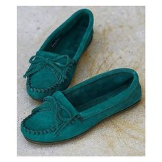 Minnetonka Kilty Moccasin ($43) ❤ liked on Polyvore featuring shoes, loafers, green, minnetonka shoes, moccasin shoes, leather moccasin shoes, slipon shoes and slip on moccasins