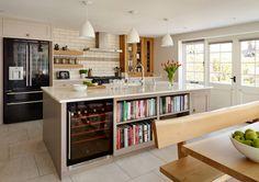 Shaker kitchen by Harvey Jones : Cucina in stile classico di Harvey Jones Kitchens