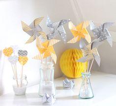 Ces moulins à vent colorés, dans les tons gris et jaunes, seront parfaits pour toutes les occasions (mariage, baptême, baby shower, anniversaire...) Ils apporteront une touche e - 11021125