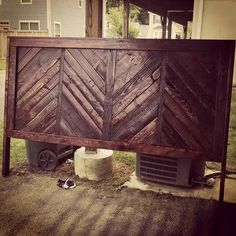 My mom is; rustic furniture ideas with pallets, rustic inspired pallet furniture ideas projects Art Furniture, Rustic Bedroom Furniture, Wooden Pallet Furniture, Living Room Furniture Layout, Primitive Furniture, Steel Furniture, Refurbished Furniture, Farmhouse Furniture, Classic Furniture