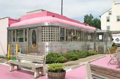 The Vale-Rio Diner, Phoenixville, Pennsylvania /tisa hosford Vintage Diner, Retro Diner, Fifties Diner, American Diner, Art Deco, Restaurants, I Believe In Pink, Pink Houses, Everything Pink