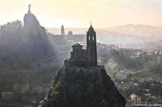 Le Puy-en-Velay, une cité bâtie sur des pitons volcaniques (Haute-Loire) - Auvergne