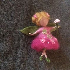 This is the delicate flower fairy in a pink dress decorated with flowers and beads. This fairy can be used as the beautiful brooch. The hight is 4 (10 cm).