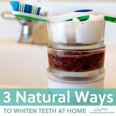Natural Teeth Whitening Remedies 3 Natural Ways to Whiten Teeth at Home- without using harsh chemicals. Teeth Whitening Remedies, Natural Teeth Whitening, Whitening Kit, Skin Whitening, Homemade Beauty Products, Beauty Recipe, Tips Belleza, Back To Nature, Belleza Natural