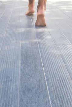 Un carrelage en grès cérame pour une terrasse confortable - 20 beaux carrelages pour une terrasse design - CôtéMaison.fr