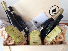 Christmas box, @Itrescudi! Olio extra  vergine d'oliva mono cultivar, taralli al vino bianco, tarallini, pasta alle mandorle, dolcetto dogliani superiore DOCG, moscato d'asti DOCG, prosecco valdobbiadene DOCG!